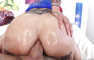 Sweet bimbo Anna Bell Peaks got her booty gently licked before she got butt fucked the way she always wanted