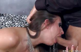 Magnificent brunette mom Rachel RoXXX reaches a top and her booty is wet