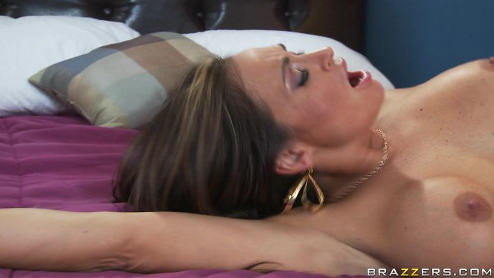 Magnificent Claudia Valentine with round tits gives up her anal integrity