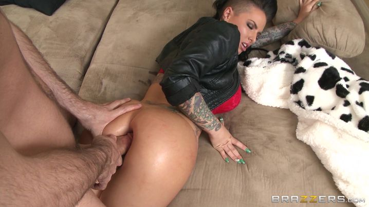 Romantic woman Christy Mack got ass fucked by man and enjoyed it a lot