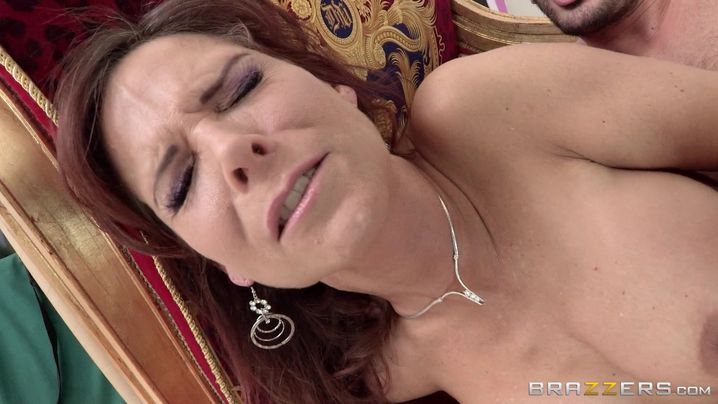 Redhead floosy Syren De Mer had a nice anal sex adventure with guy at