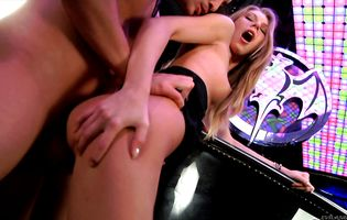 Wanton blonde hottie gets her ass slammed