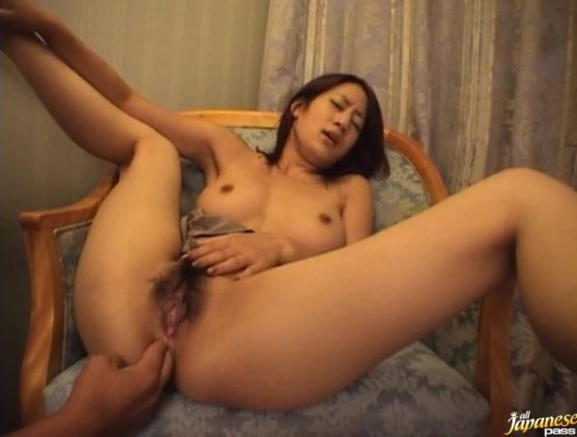 Fresh mom likes to get ass fucked from the back